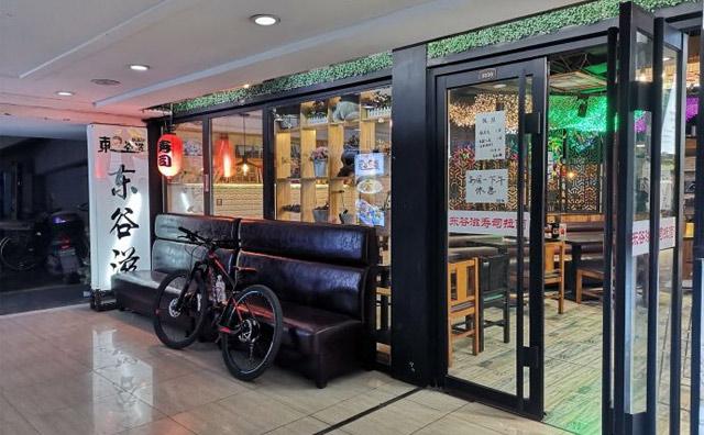 东谷滋拉面,一家拉面和寿司配合在一起的新颖快餐厅