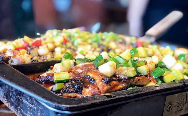 餐厅服务员都是年轻人吗,为什么餐饮服务员年轻人越来越少