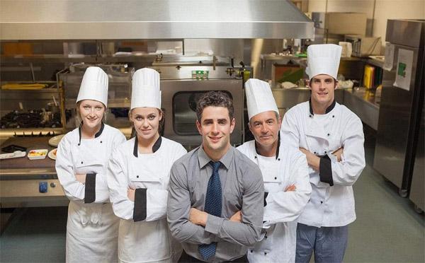 对餐厅员工太严留不住人,太松又管不好,餐厅店长该怎么办