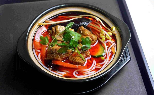 禄鼎记米线,一锅端米线精选新鲜食材