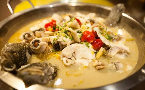 哪个牌子酸菜鱼好吃-三个渔夫老坛酸菜鱼