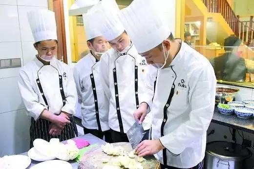 精明的餐饮老板在选用厨师时要考虑这三点