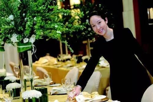 餐厅服务员在推销菜品时如何瞄准对象