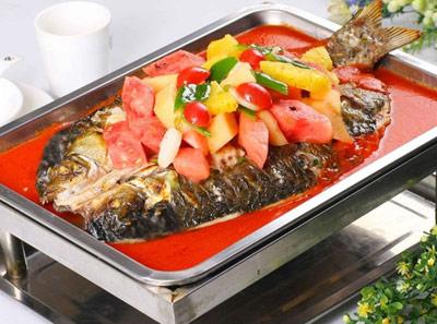 江边渔火烤全鱼