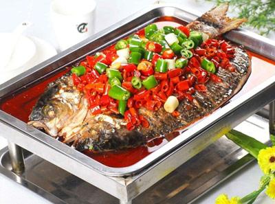 江边渔火烤全鱼菜品