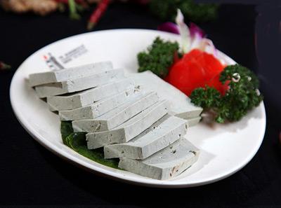 宽板凳老灶火锅现舀黑豆花
