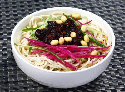 老北京炸酱面菜品