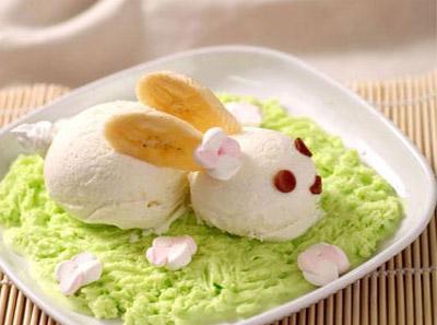 小姑娘冰淇淋