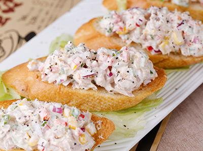 多嘴肉蟹煲加盟多嘴沙拉卷