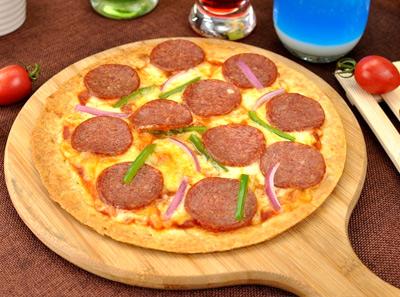 新出炉意式风情披萨