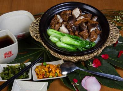 诚记煲仔饭—牛腩香菇煲仔饭