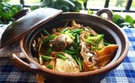 广东经典名菜:砂锅焗鱼头煲做法,浓郁鲜味!