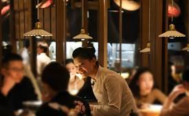 论一个好的餐饮服务员对餐饮店的重要性