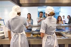 小餐厅管理员工的方法有哪些